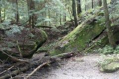 在足迹的两个大岩石 免版税库存照片
