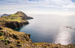 在足迹的美丽的景色对Ponto做圣洛伦索,马德拉岛 免版税图库摄影