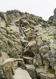 在足迹的链子对Rysy峰顶,波兰 库存图片