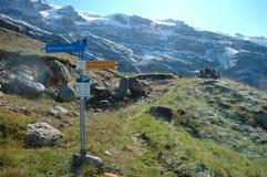 在足迹附近的格林德瓦的标志在瑞士 免版税库存图片