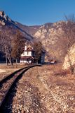 在足迹-在罗多彼州山的火车站 巴尔干半岛 免版税图库摄影