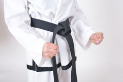 在跆拳道运动员特点的黑腰带级选手 库存照片
