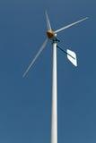 在跑的绿色能量风轮机 图库摄影