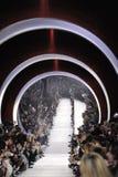 在跑道的一般大气在克里斯汀・迪奥展示期间 免版税库存图片