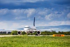 在跑道的俄国航空公司在萨格勒布机场 免版税库存照片