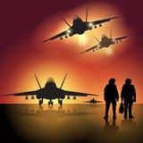 在跑道的军用喷气机 库存照片