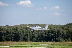 在跑道的小飞机起飞 图库摄影