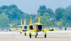 在跑道的波儿地克的蜂Jetplanes 库存图片