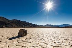 在跑马场Playa的孤立航行岩石 库存图片
