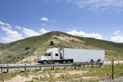 在跨境的卡车 图库摄影