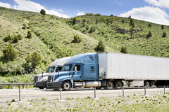 在跨境的卡车 库存照片