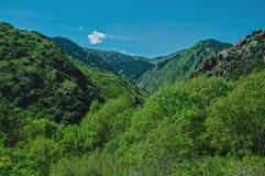 在跨Ili Alatau山的UschelÑ `  库存图片