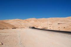 在路上向死海,约旦,中东 免版税库存照片