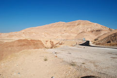 在路上向死海,约旦,中东 免版税库存图片
