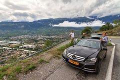 在路上在瑞士阿尔卑斯 库存照片