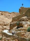 在路上在驴妇女上升了 免版税库存照片