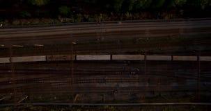 在路俄国rzhev城镇附近跨接完成的图象 在日落的夜间业务量 影视素材