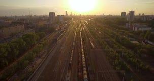 在路俄国rzhev城镇附近跨接完成的图象 在日落的夜间业务量 股票录像
