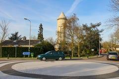 在路圆环的汽车在Meerkerk,荷兰 库存照片
