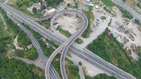 在路天桥,鸟瞰图的交通 股票录像