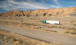 在路持久18轮车大船具卡车 免版税图库摄影