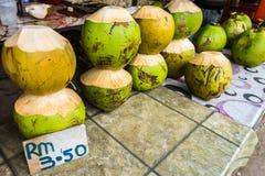 在路旁摊位的新鲜的Coconit在婆罗洲 库存图片