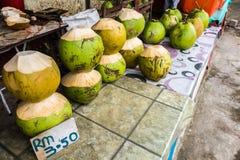 在路旁摊位的新鲜的Coconit在婆罗洲 免版税库存照片
