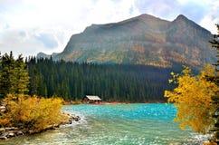 在路易丝湖的秋天 库存图片