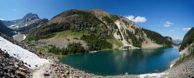 在路易丝湖附近的湖艾格尼丝在班夫国家公园 免版税库存图片