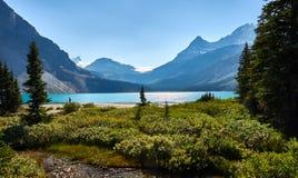 在路易丝湖附近的蓝色湖加拿大 库存照片