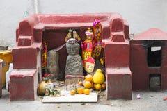 在路的一个小寺庙 库存照片