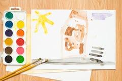 在路的一个红绿灯,一个房子在森林里和领域 儿童与色的铅笔和水彩的` s图画 库存图片