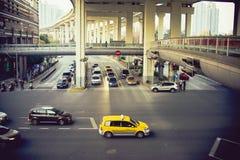 在路的上海交通 免版税库存图片