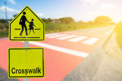 在路的交通标志在工业庄园,关于旅行safel 库存照片