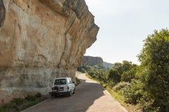 在路的伸出的砂岩峭壁向Witsieshoek 图库摄影
