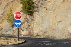 在路的停车牌 免版税库存图片