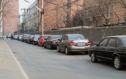 在路的停车线 免版税库存照片