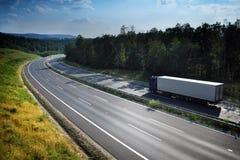在路的卡车 免版税库存照片