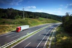 在路的卡车 免版税库存图片