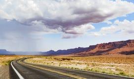 在路的夏天雨,大理石峡谷Hwy 89 免版税库存图片