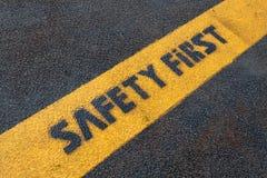 在路的安全标志 免版税图库摄影