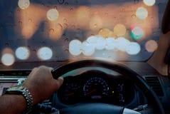 在路的安全,当驾驶毛毛雨时 免版税库存照片