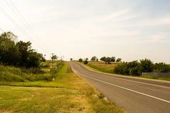 在路的小山 免版税图库摄影