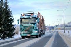 在路的斯科讷R500采伐的卡车 图库摄影