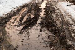在路的水坑在冬天 库存照片