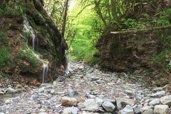 在路的瀑布向Babuk aul 库存图片