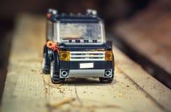 在路的玩具汽车 库存照片