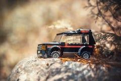 在路的玩具汽车 图库摄影