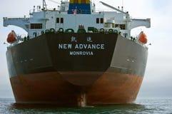在路的空的散装货轮新的前进 不冻港海湾 东部(日本)海 01 06 2012年 免版税库存照片