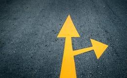 在路的箭头,黄色 图库摄影